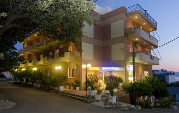 Hotel_at_night